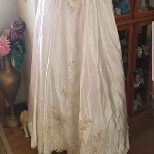 Dresses - Beautiful wedding dress size 10 SOLD LOCALLY